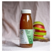 With 2-3 whole red and 2-3 whole green apples (approximately) in every bottle and nothing else, this is a whole fruit juice packed with natural goodness. This is the colour of a natural apple juice, nothing added nothing taken away, just Raw.  📸@enhancelifestyles #veganireland #veganfoodshare #plantbased #poweredbyplants #juicing #juicery #pressedjuicery #picoftheday #healthfoodshare #healthyliving #coldpressedjuice #superfood #therawjuicecompanyireland #eatclean #healthlifestyle #lifestyle #foodpics #raw_ireland #rawingredients  #livewell #healthandwellnessjourney #glutenfree #dairyfree #therawjuicecompany #drinkstyling #drinkphotography #plantbased #healingjuice #benefitsofjuicing #tasty #tastessogood